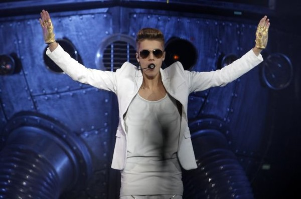 Schools in Norway move midterms so students can attend Justin Bieber concert
